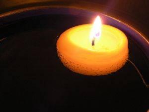 C mo fabricar velas flotantes c mo se hacen centros de - Como hacer velas flotantes ...