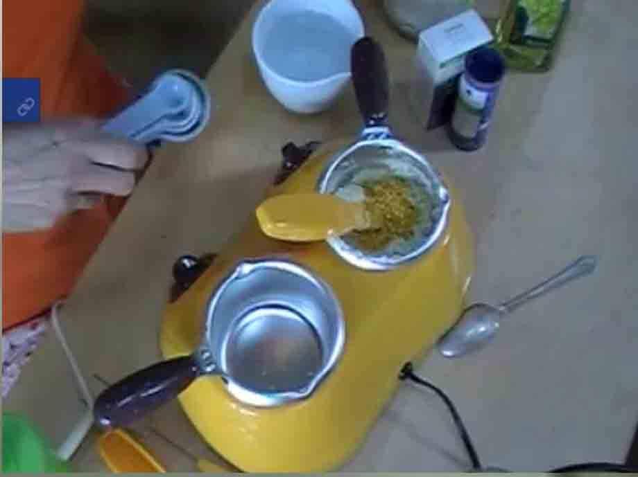 ... de aceite de almendras, media cucharadita de glicerina y mezcla