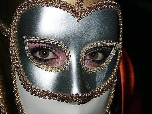 Cómo hacer una máscara de carnaval